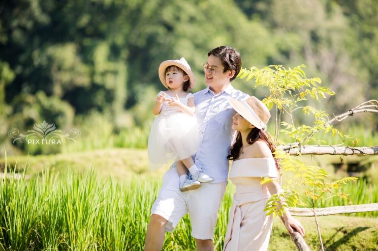 bali pixtura family photo